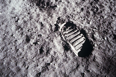 Empreinte d'Aldrin sur la Lune. Crédit : Panorama lunaire pris par Neil Armstrong près de Little West Crater. Crédit : Nasa/C&E Photos