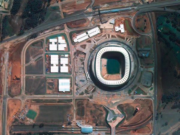 Les stades de la Coupe du monde vus par satellite Jobourg_Soccer_city_600