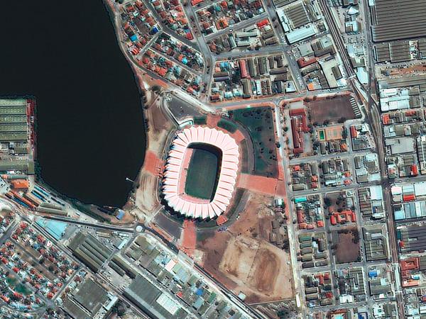 Les stades de la Coupe du monde vus par satellite Port_Elisabeth_stadium_600