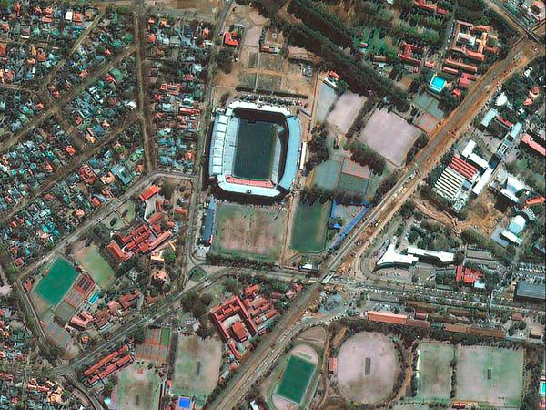 Les stades de la Coupe du monde vus par satellite Pretoria_stadium_600