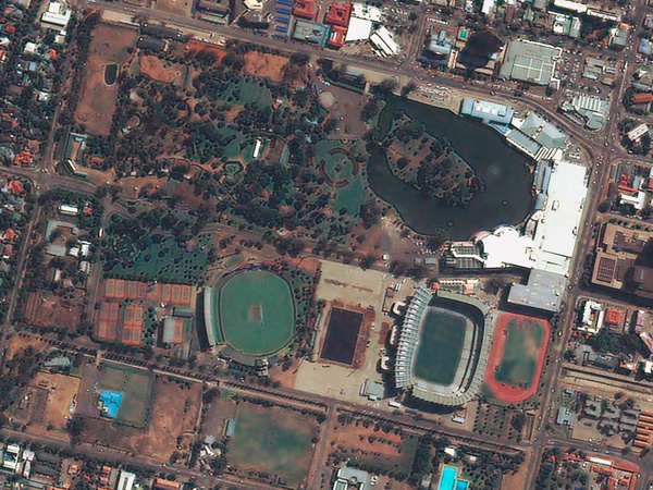 Les stades de la Coupe du monde vus par satellite Bloemfontein_stadium_600