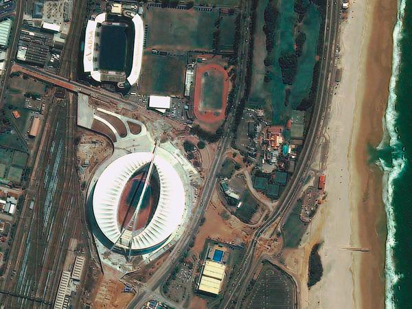Les stades de la Coupe du monde vus par satellite Durban_stadium_600